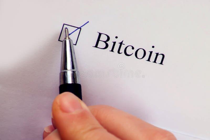清单箱子- Bitcoin词 支票格式和cryptocurrency概念 免版税库存图片