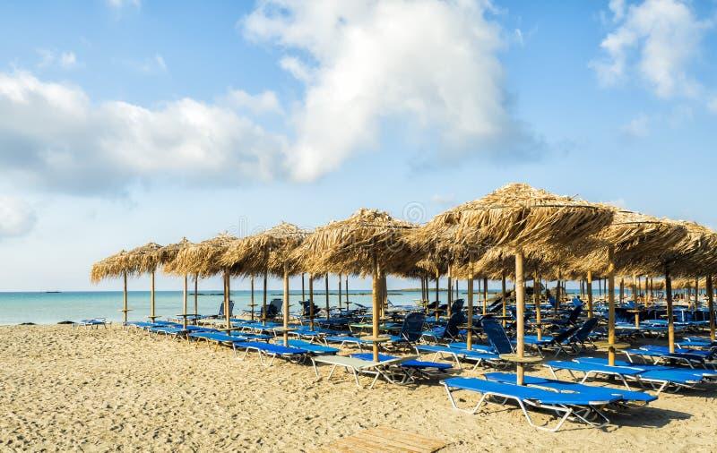 清早空的海滩在Elafonisi盐水湖,克利特海岛,希腊 免版税库存照片