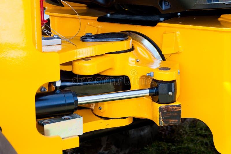 清楚的发音挖掘机水力结构黄色 免版税库存图片