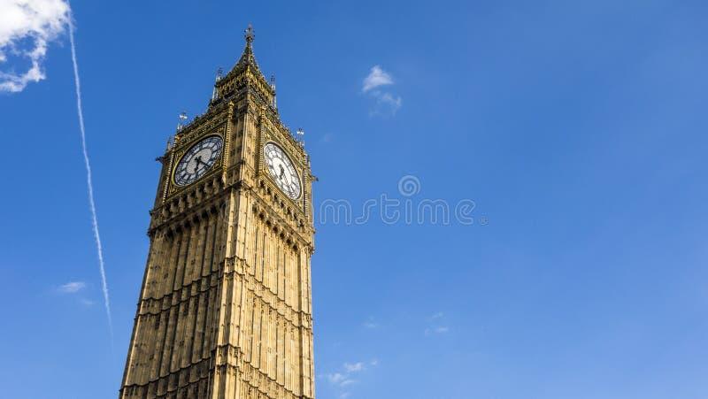 清楚的天空蔚蓝的伦敦大本钟 免版税图库摄影