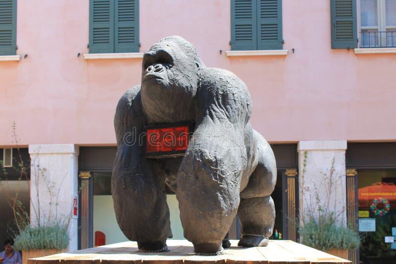 清楚的晴朗的夏日在布雷西亚意大利的历史的中心 免版税库存照片
