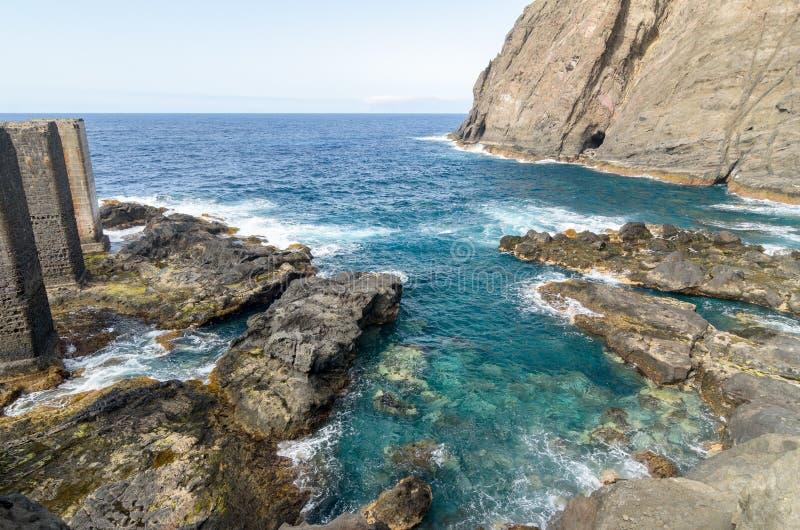 清楚的水在戈梅拉岛海岛,加那利群岛 库存图片