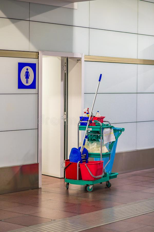 清洁公众卫生间 库存图片