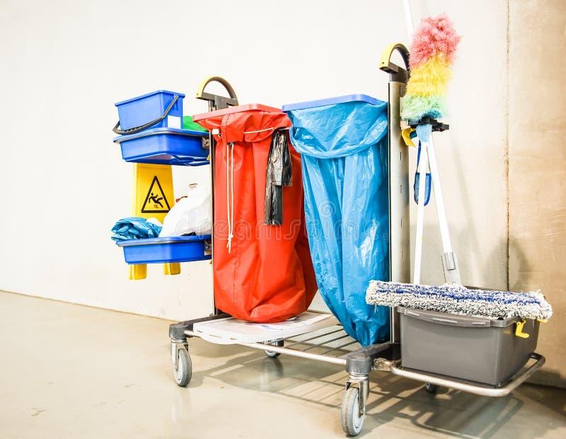 清洁台车-为购物车服务 免版税库存图片