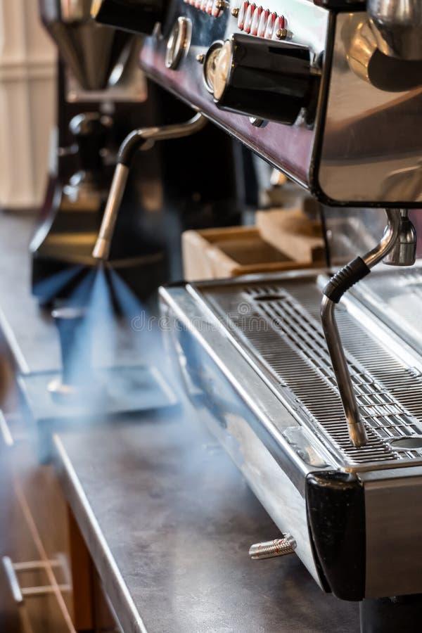 清洁咖啡机器牛奶frother有水蒸汽喷嘴的 库存图片