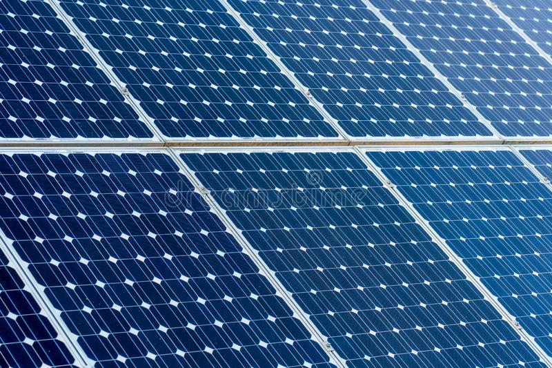 清洁能源光致电压的盘区,太阳电池板细节  免版税库存照片