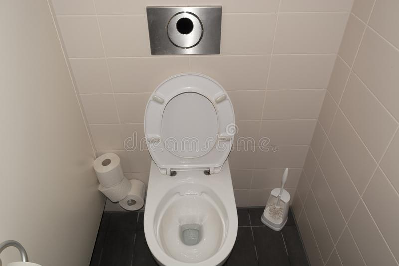 清洗从洗手间 免版税图库摄影