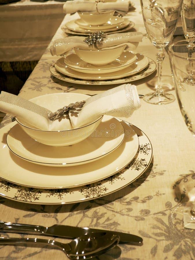 清洗在桌上的盘 库存照片