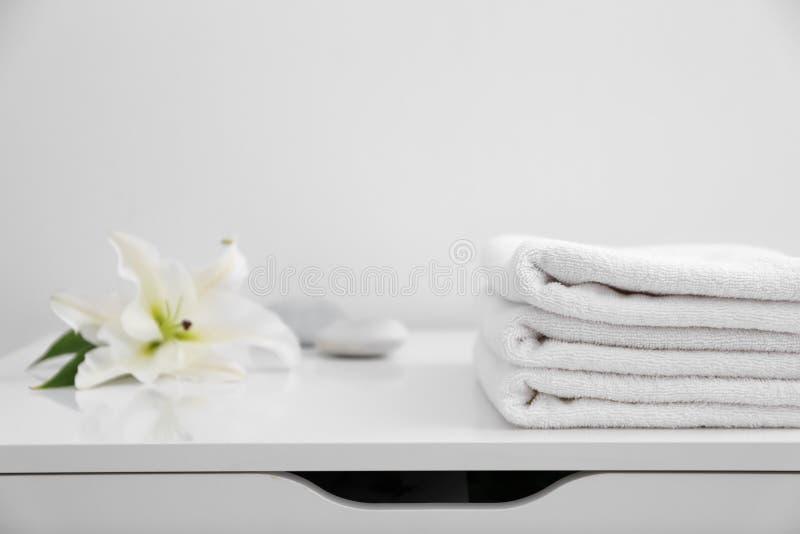 清洗干燥杂烩栈散布的毛巾 库存图片