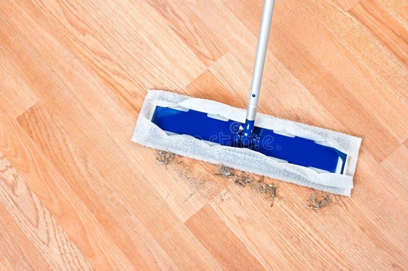 清洗的木楼层 免版税库存照片