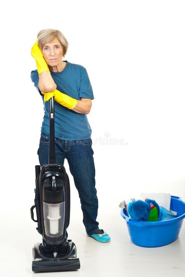 清洗的高级疲乏的妇女 图库摄影