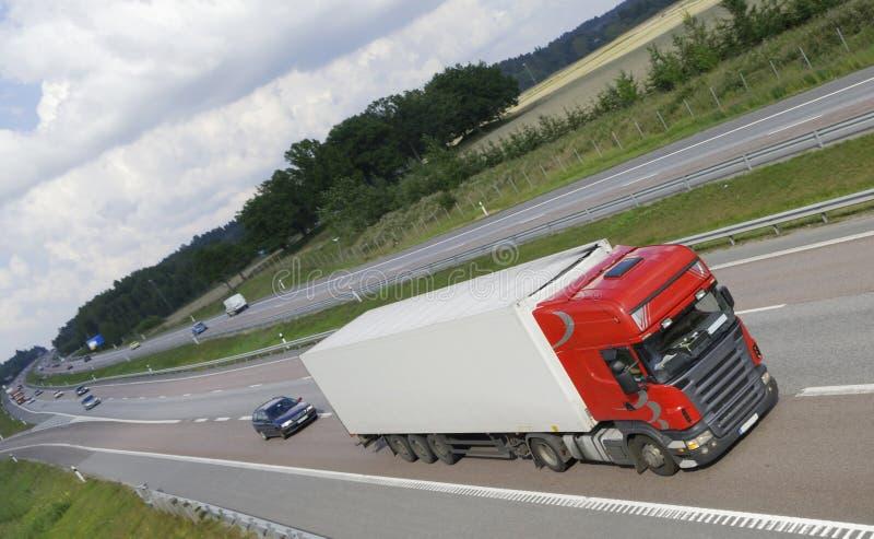 清洗高速公路加速的卡车 库存照片