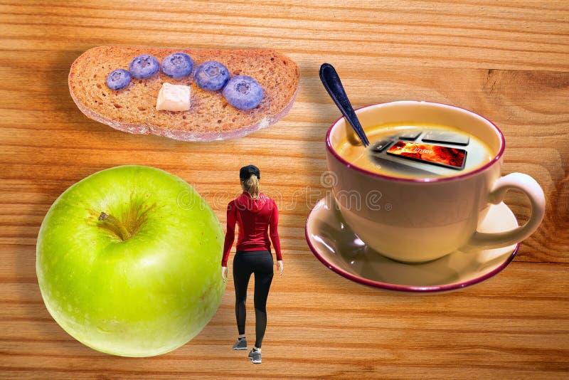 清淡和健康早餐概念性看法在木书桌上的用果子乳酪三明治、绿色新鲜的苹果和杯子咖啡为 免版税图库摄影