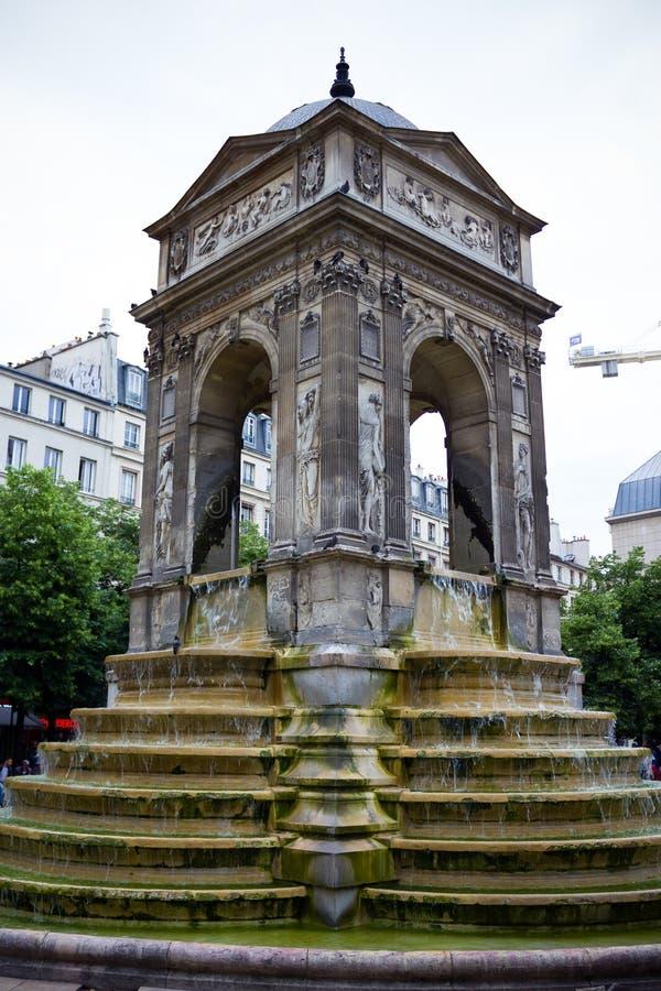 清白的人的喷泉,丰坦des清白的人在地方约阿希姆・杜・贝莱,巴黎,法国,2013年6月25日 库存图片