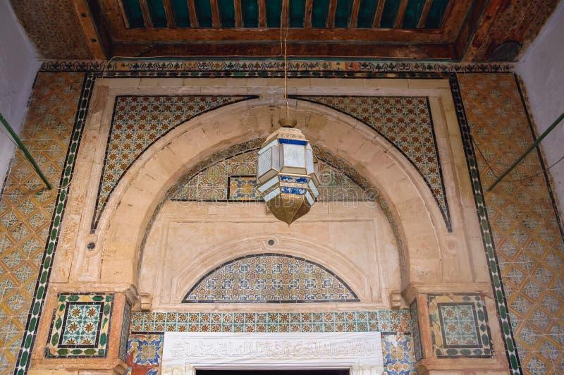 清真寺和陵墓在凯鲁万 库存图片