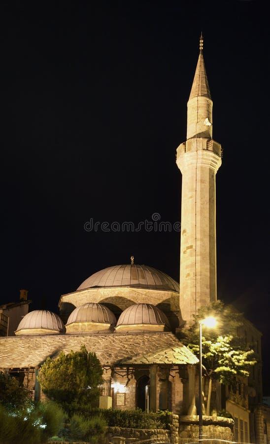 清真寺莫斯塔尔 达成协议波斯尼亚夹子色的greyed黑塞哥维那包括专业的区区映射路径替补被遮蔽的状态周围的领土对都市植被 库存图片