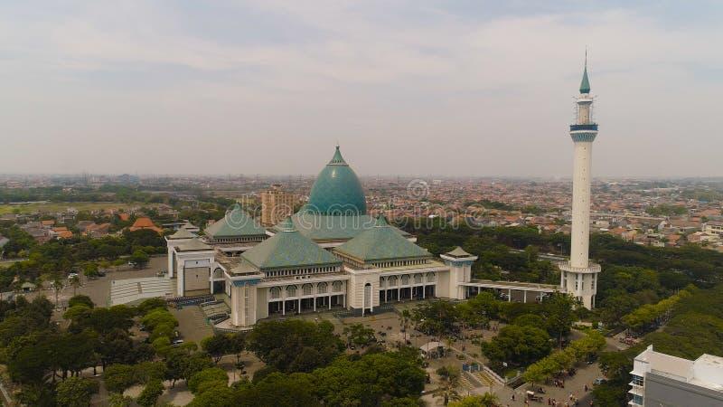 清真寺Al阿克巴在苏拉巴亚印度尼西亚 免版税图库摄影