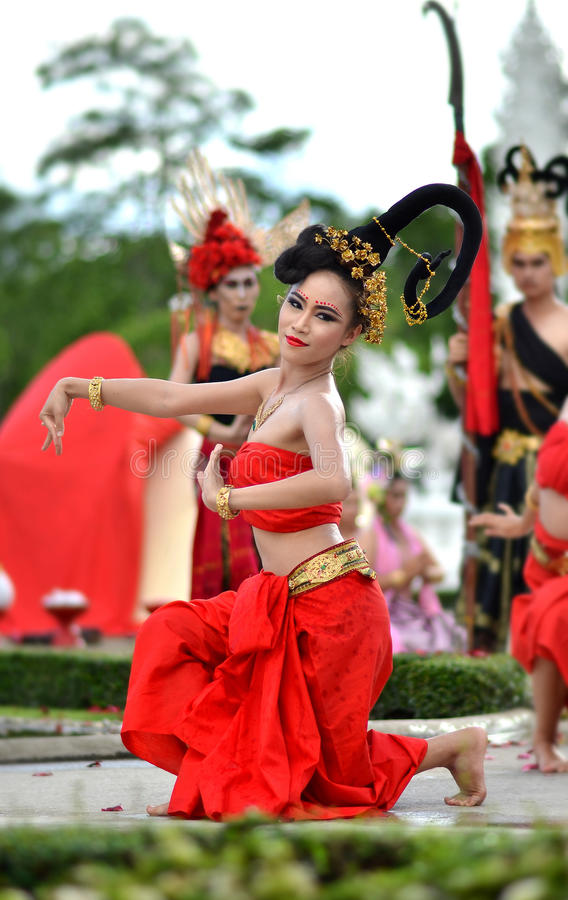 清莱- 7月24 :Wat荣2013.Thai 7月采取的Khun 24日, 图库摄影