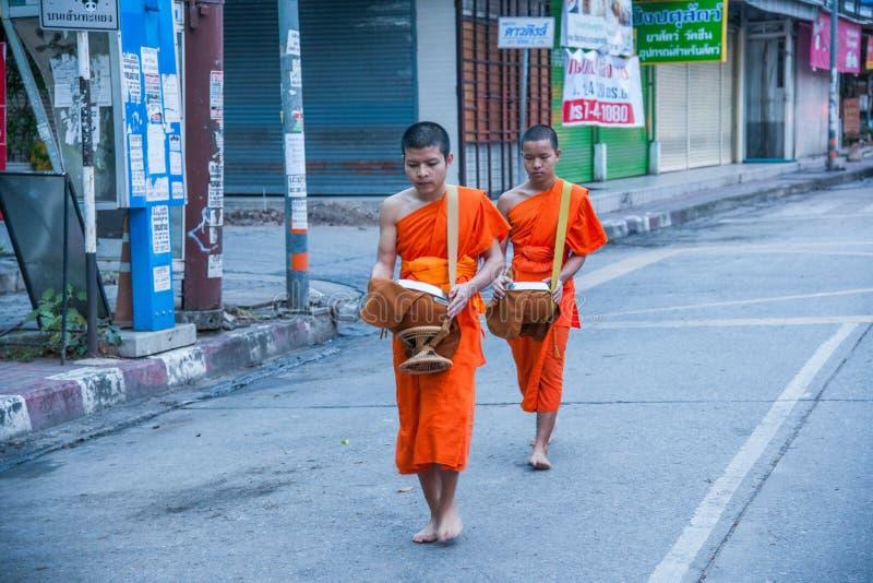 清迈,泰国早晨施舍 免版税库存照片
