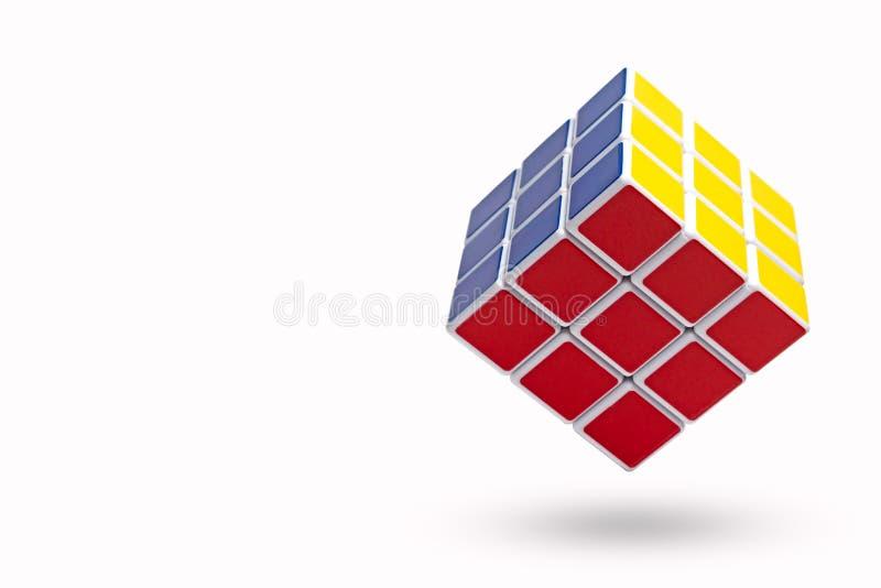 清迈,泰国- 2017年11月15日:3x3x3 Rubik ` s cubesÂ在白色背景中 库存照片