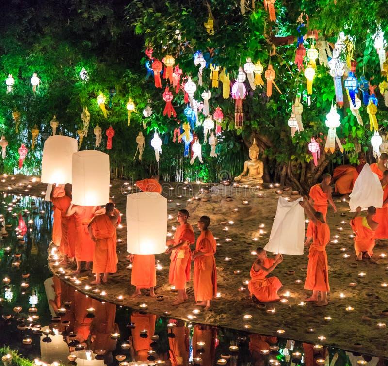 清迈THAILAND-NOVEMBER 17 :在Wat平底锅陶的Loy Krathong节日 图库摄影