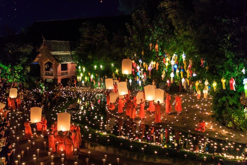 清迈THAILAND-NOVEMBER 17 :在Wat平底锅陶的Loy Krathong节日 免版税库存照片