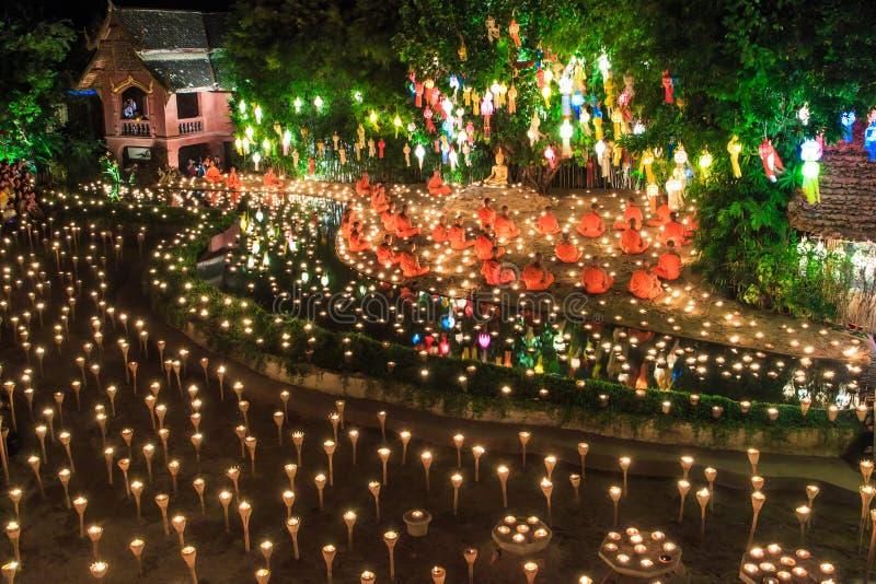 清迈THAILAND-NOVEMBER 17 :在Wat平底锅陶的Loy Krathong节日 免版税图库摄影