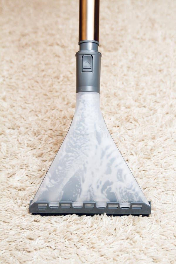 清洁地毯通过洗涤真空吸尘器 图库摄影