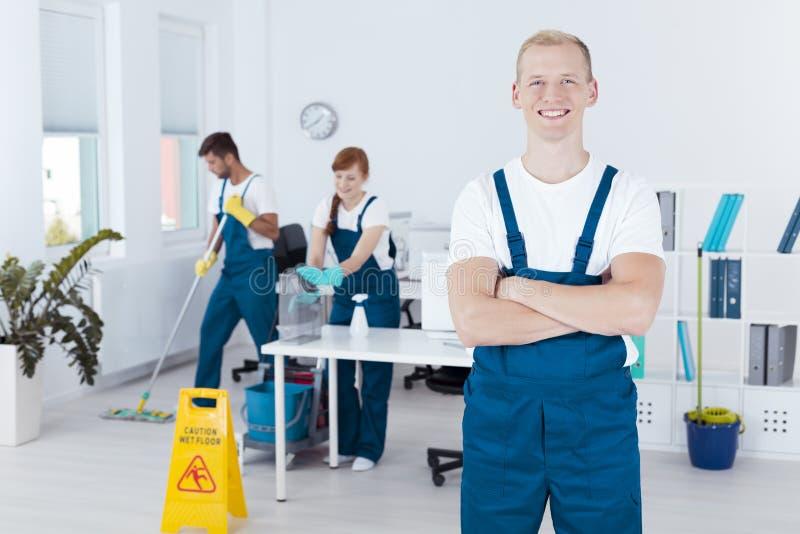 年轻清洁工 免版税库存图片