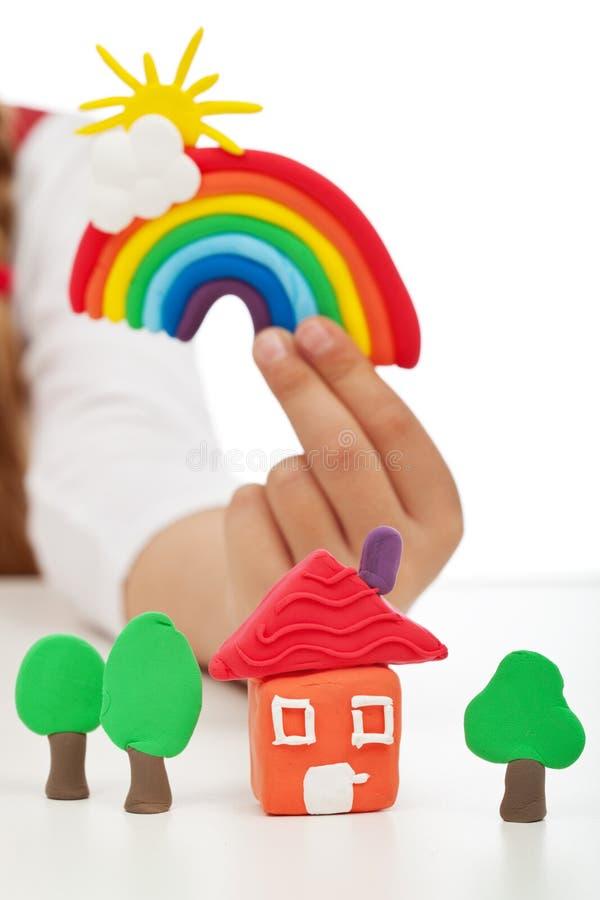 清洗环境概念-有五颜六色的黏土形象的儿童手 库存照片