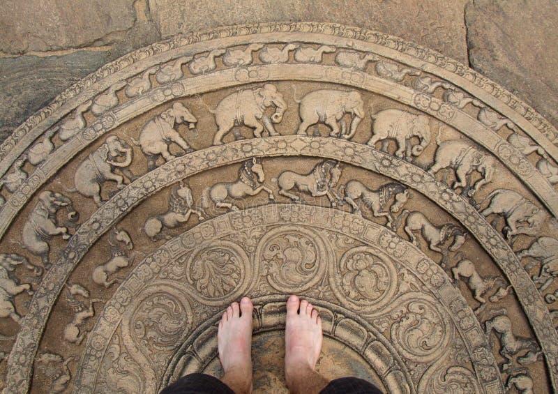 清洗输入英尺月长石使用的polonnaruwa寺庙 免版税库存照片