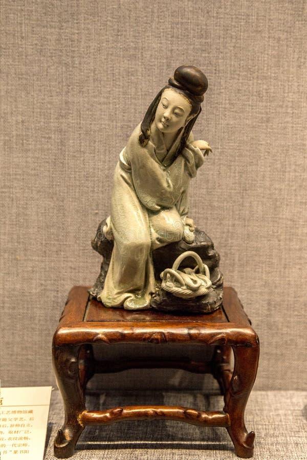 清代陶瓷艺术,蓝色和白色釉`秀丽 战国时代秀丽的`一 库存照片