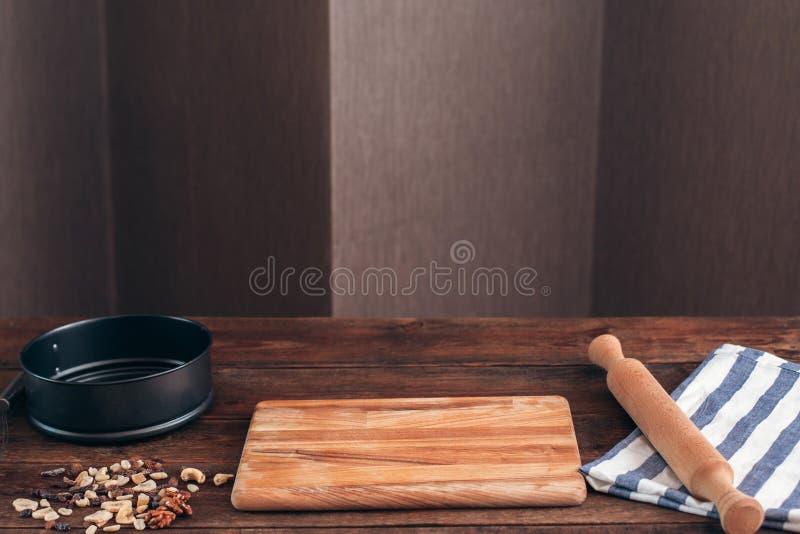 清洗面包师工作场所与工具自由空间 免版税库存图片