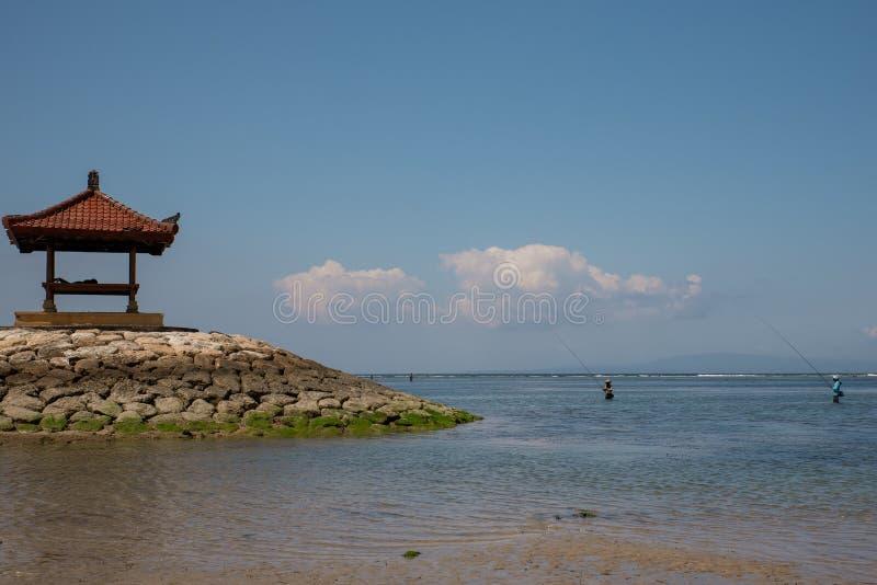 渔人在瑜伽小屋附近的巴厘岛印度尼西亚 免版税图库摄影