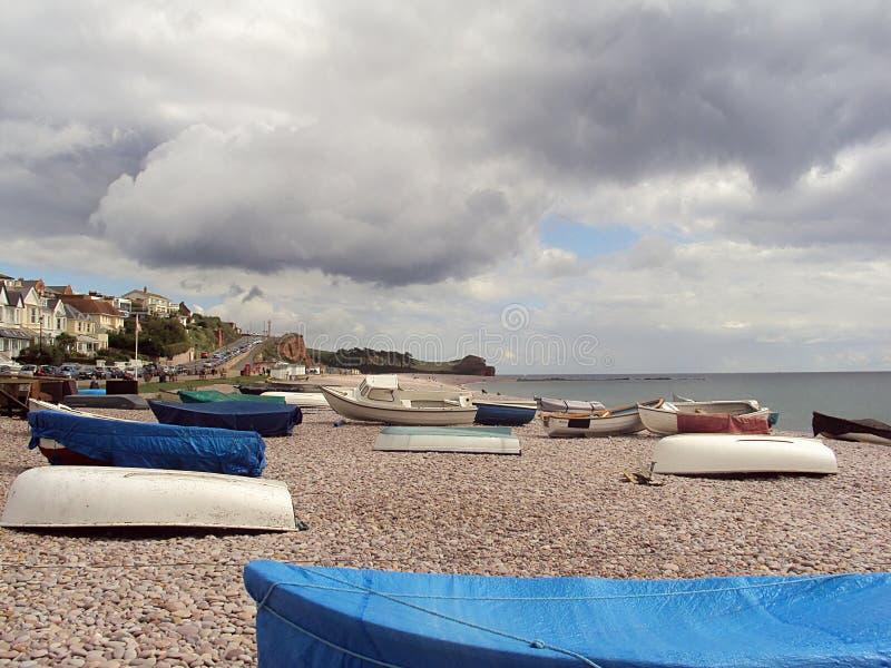 渔和游船在海滩 库存照片