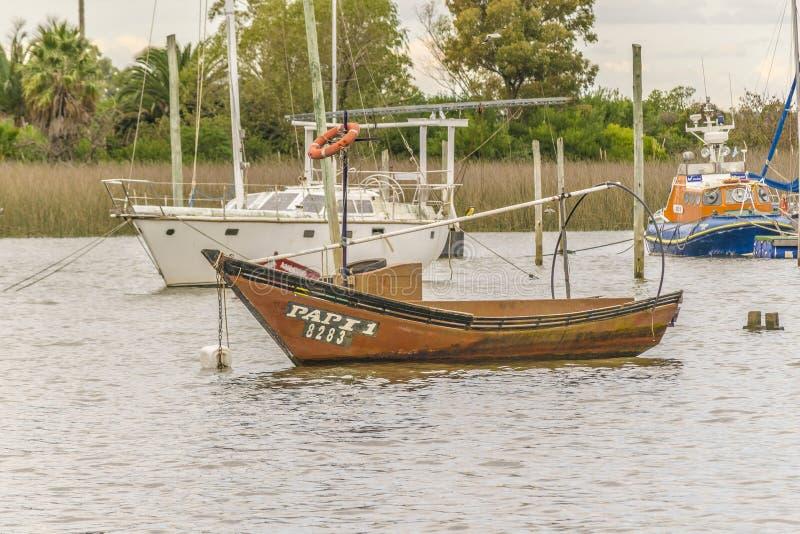 渔和风船在圣诞老人露西娅河在蒙得维的亚 库存图片
