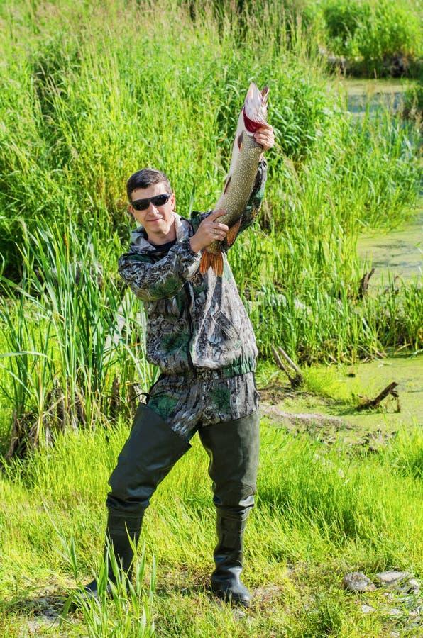 渔夫为与他的矛的照相机摆在 库存图片