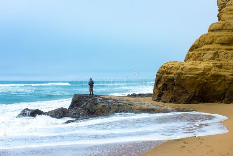 渔夫在半月湾 库存照片