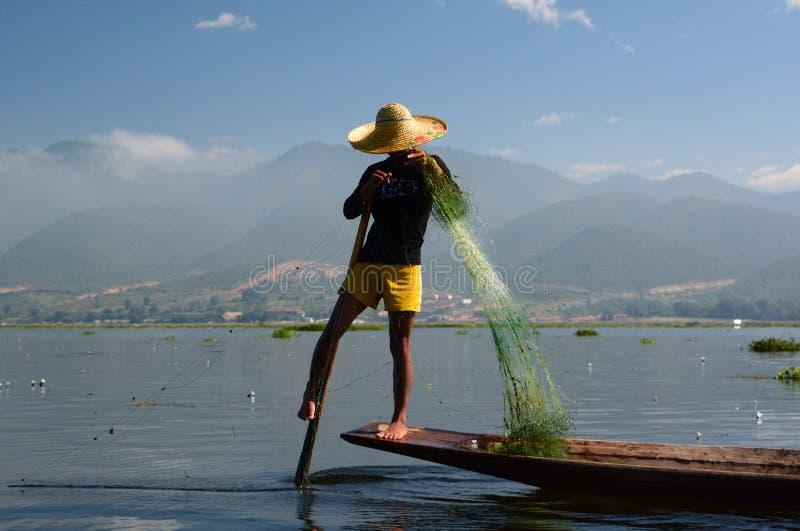 渔夫在工作 Inle湖 缅甸 库存照片
