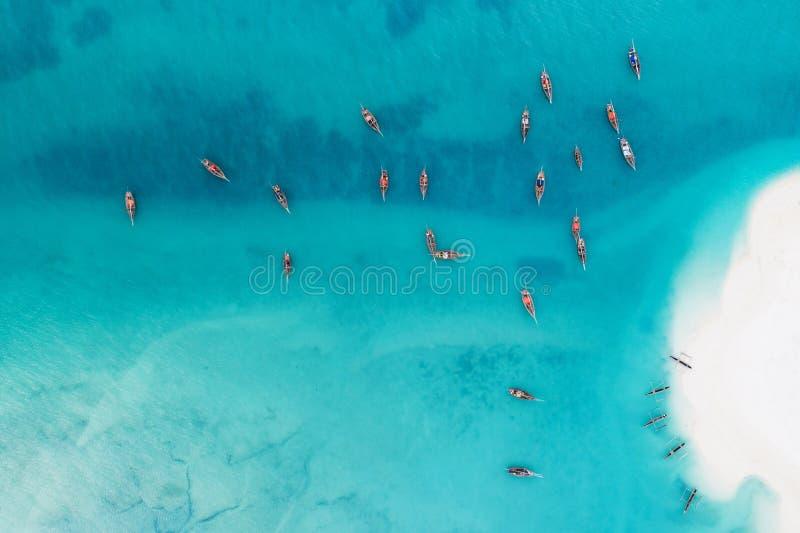 渔夫小船和白色沙滩在Kendwa 免版税图库摄影