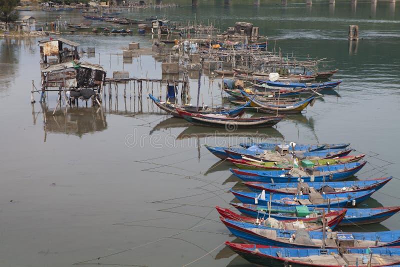 渔夫浮动木小船  库存照片