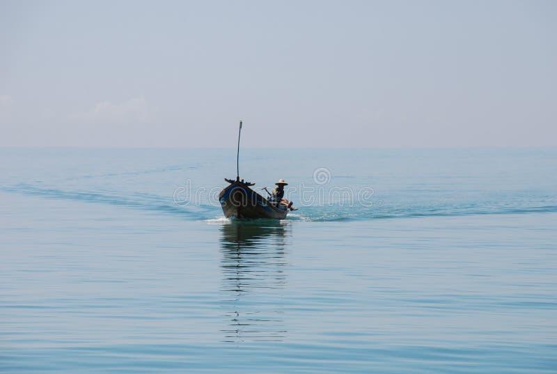 渔夫的长尾巴小船芽庄市的,越南 免版税库存图片