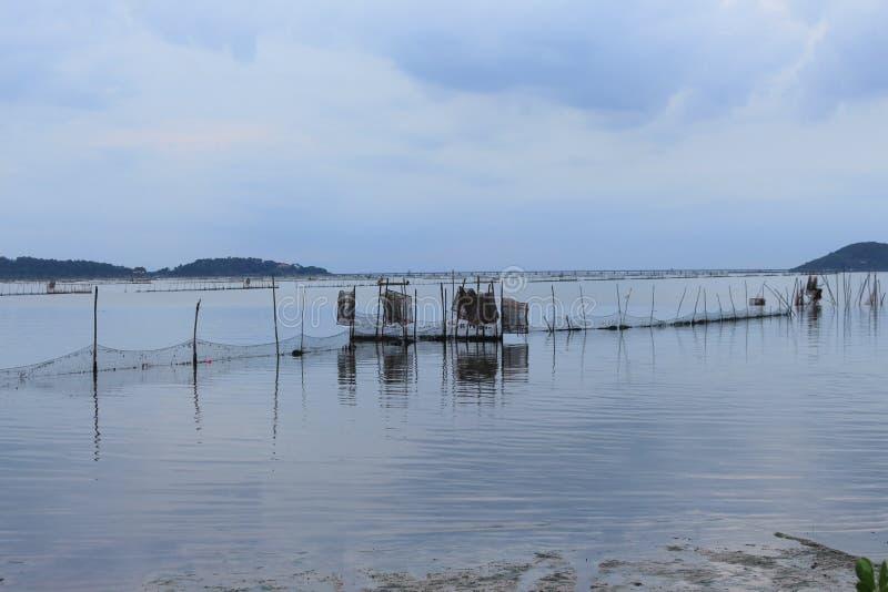 渔夫网在日落时间的海在乡下 免版税库存图片