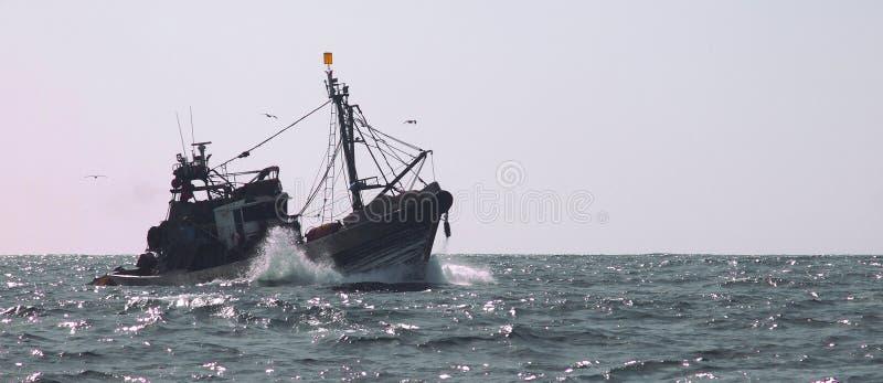 渔拖网渔船 免版税库存图片