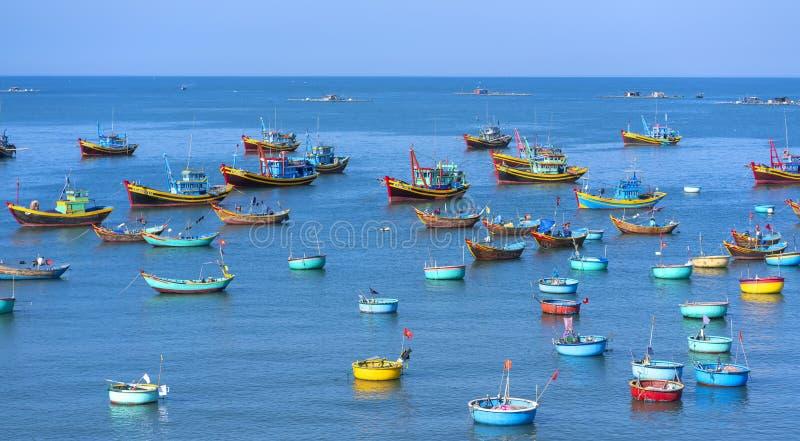渔村和传统渔船 库存图片