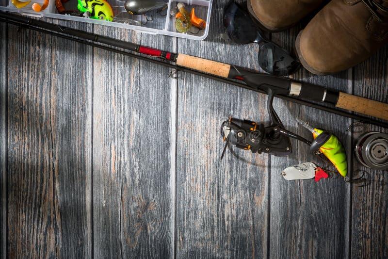 渔背景钓鱼者晃摇物转动的诱饵概念 免版税库存照片