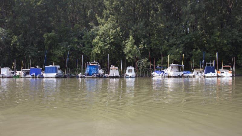 渔船停住在河岸 库存图片