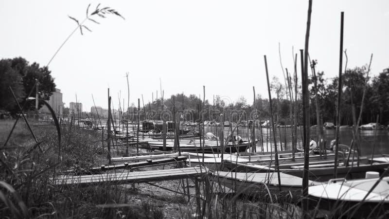 渔船停住在河岸 库存照片