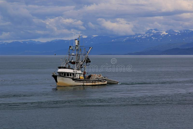渔船回到港口 库存照片