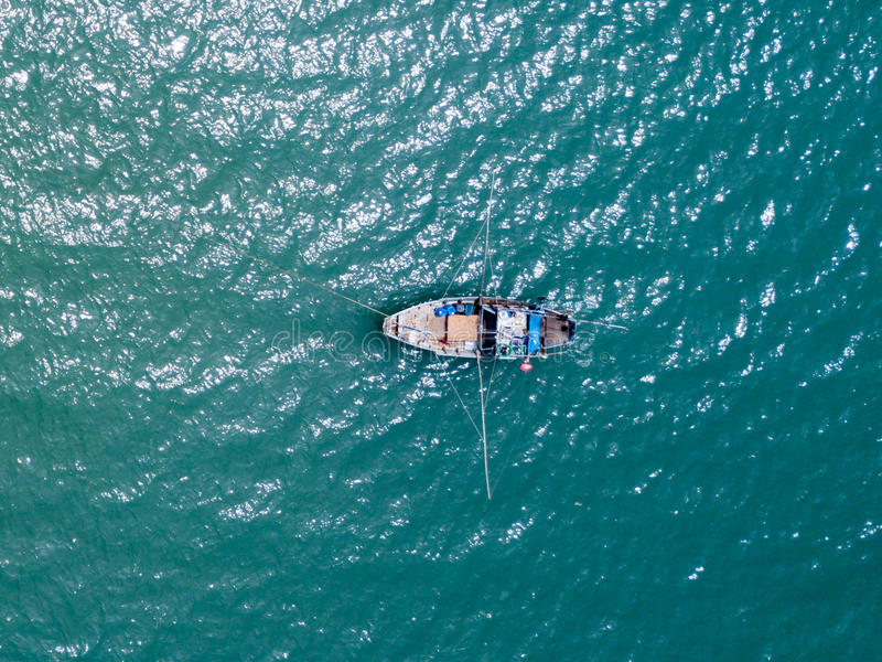 渔船在海运 从寄生虫的俯视图 图库摄影